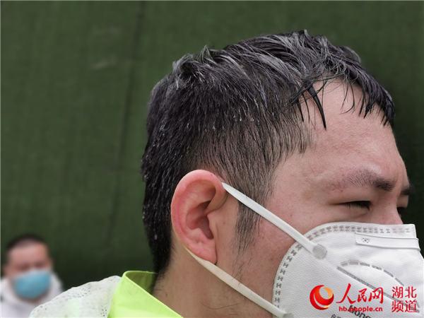 90后志愿者胡斯桓:和父母一起并肩战疫48天