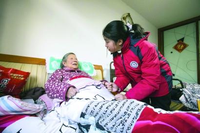 """上海女孩姚沁雯获评""""最美孝心少年""""——再难的日子再冷的天,她都是家里的小太阳"""