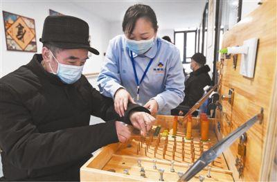 足不出户,享受养老服务(消费视窗·让社区生活更加便利④)_新闻频道_中国青年网